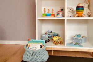 Spielregal, Kind, Montessori-inspiriert, Ordnung