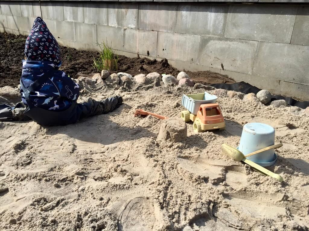 fertige naturnahe Sandkiste DIY