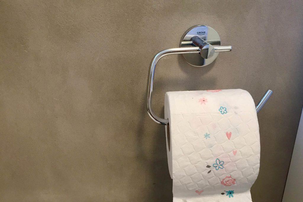 Toilettenpapier mit Blümchen