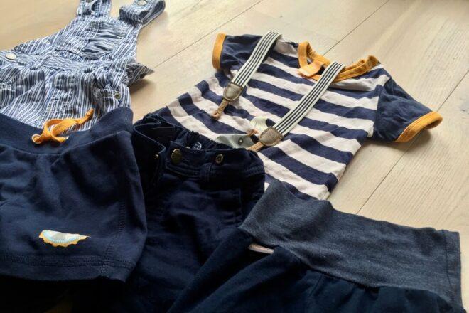 Hilfe die Hose rutscht. Kleidung für schlanke Babys