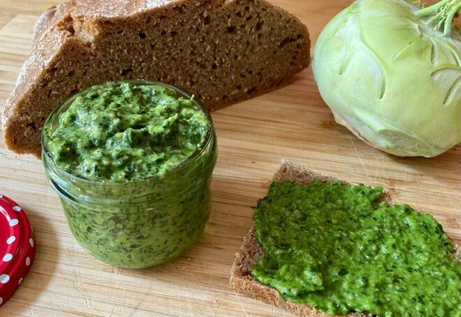 Kohlrabiblätter-Pesto zu Nudeln, aufs Brot oder als Dip